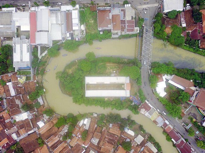 Keruhnya Sungai di Balik Cerahnya Batik Pekalongan
