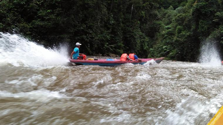 Dua Jam Melawan Arus Sungai demi Mencium Aroma Surga