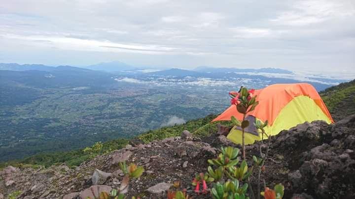 Mau Mendaki Gunung Saat Penghujan? ke Gunung Marapi Saja!