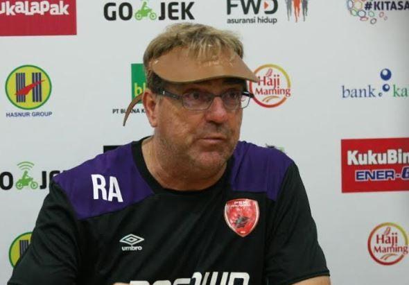 Harap-harap Cemas Coach Rene Alberts