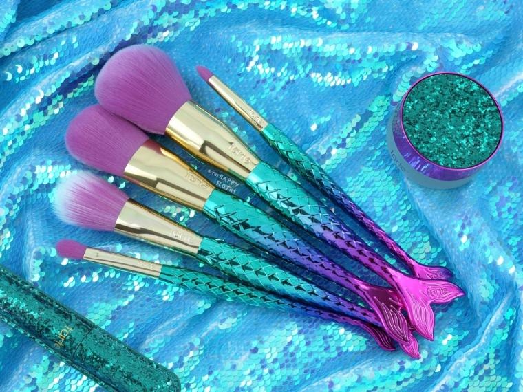 """Pentingnya Membersihkan """"Brush"""" Make Up"""