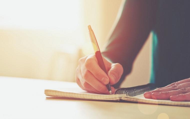 Menulis Ekspresif Ternyata Bisa Melepas Stres
