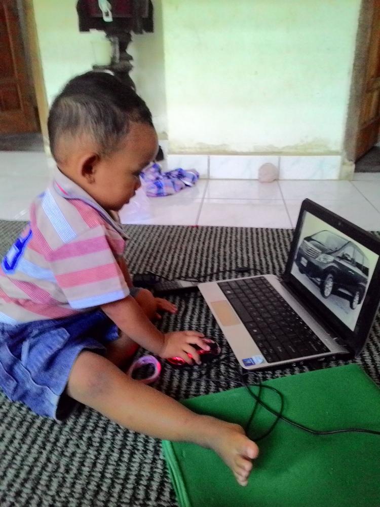 Adu Cepat Gadget Vs Internet, Amankah buat Anak?