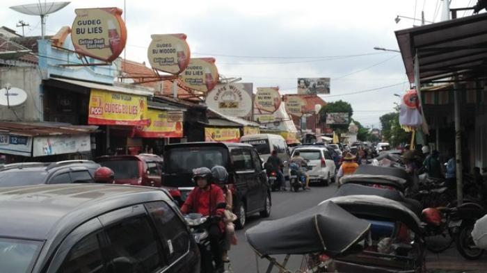 Dua Warung Makan, Dua Era di Jawa