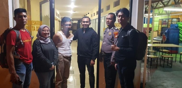 Penipuan Online Digagalkan 2 Anggota Brimob Kelapa 2 Depok