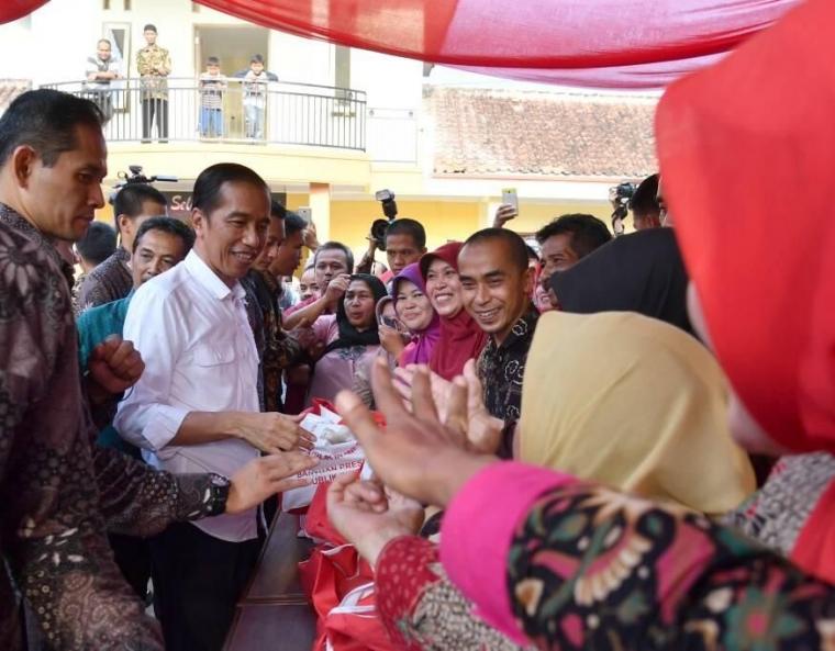 Untuk Apa Jokowi Menaikkan Anggaran PKH di Tahun 2019?