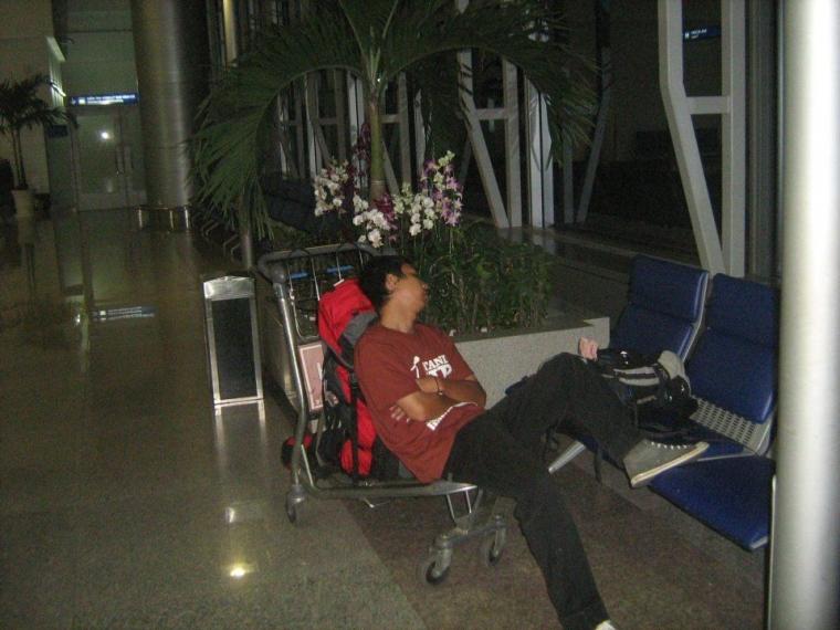 Kenangan Menginap di Tan Son Nhat International Airport
