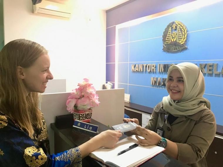 Peringati Hari Bakti, Kantor Imigrasi Makassar Lakukan Pelayanan Simpatik