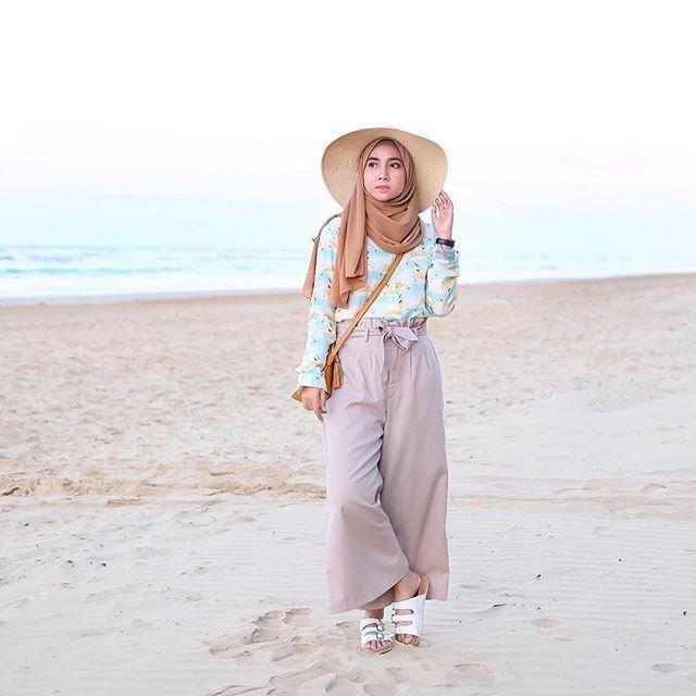 Tips Memilih Outfit untuk ke Pantai Khusus Hijabers