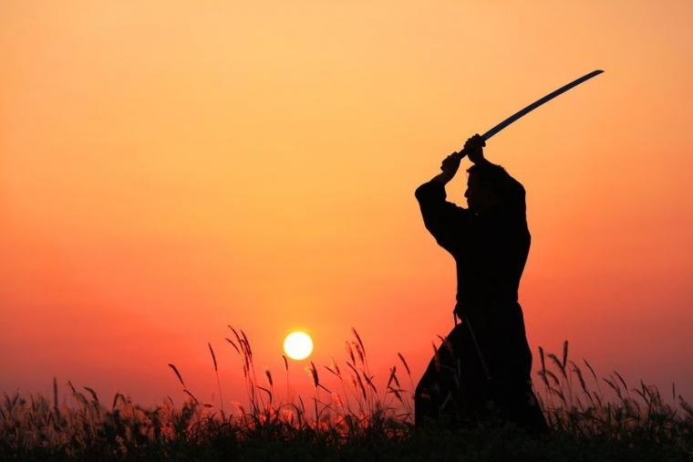 Iman, yang Dibentengi dan yang Diberi Pedang