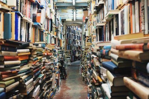 Era Digital Bukan Alasan untuk Berhenti Membaca Buku