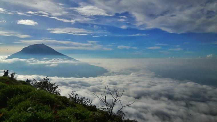Angker nan Menawan, Jangan Bermalam Sepanjang Pos Pendakian Gunung Ini!
