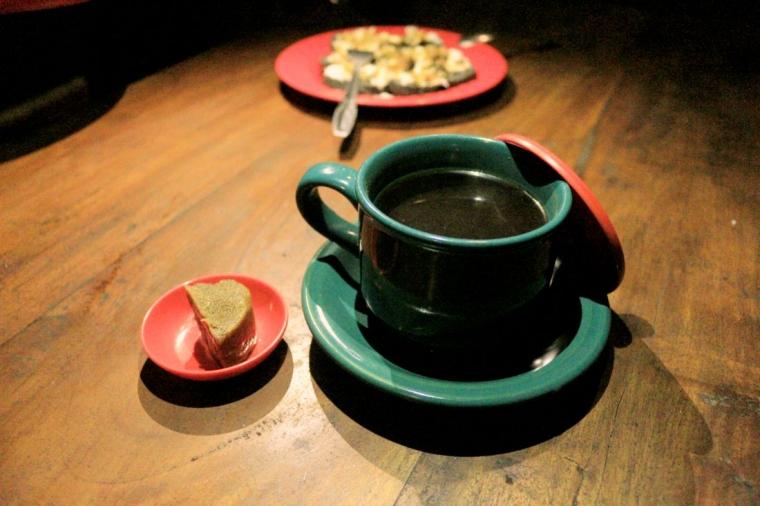 Menyeruput Minuman Tradisional: Manis Pahit Kopi 'Utek'