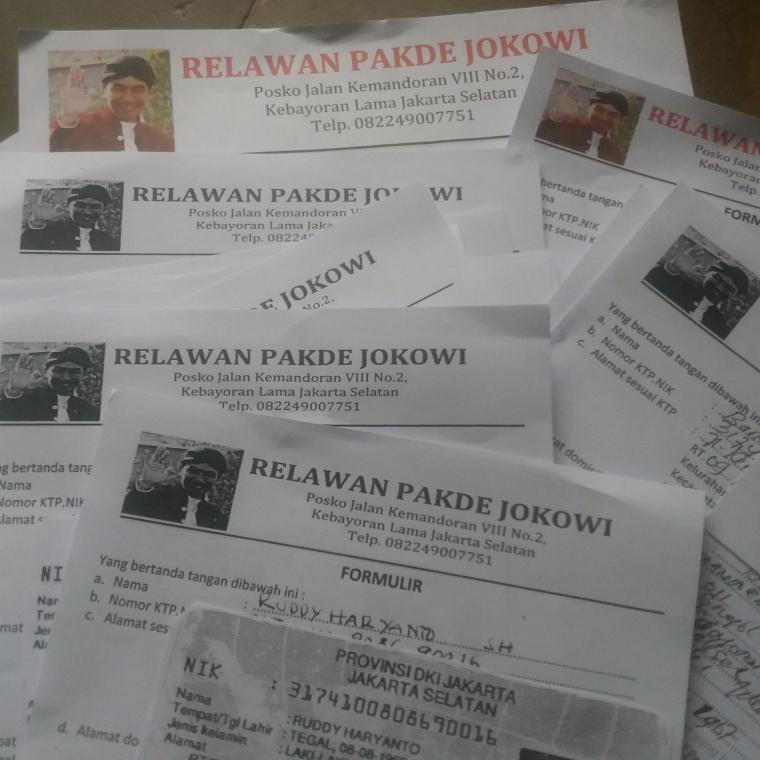 """Relawan """"Pakde Jokowi"""" Sebarkan Ribuan Formulir Dukungan"""