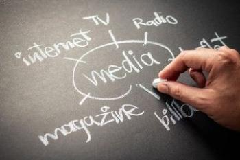 Kenapa Media Massa Lebih Banyak Berisi Informasi Iklan Olahraga