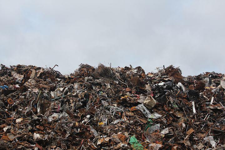 Pagpag Makanan dari Sampah yang Membuat Sedih dan Miris