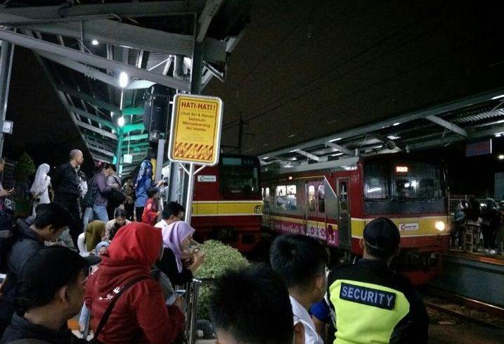 Yang Bisa Dilakukan Saat Terjebak di Dalam Kereta yang Mengalami Gangguan