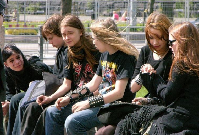 """Mengapa Para """"Metalhead"""" Kerap Berpenampilan Serba Hitam?"""
