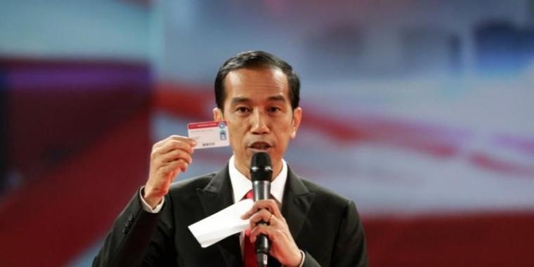 Jokowi Ajak Rakyatnya Main Kartu