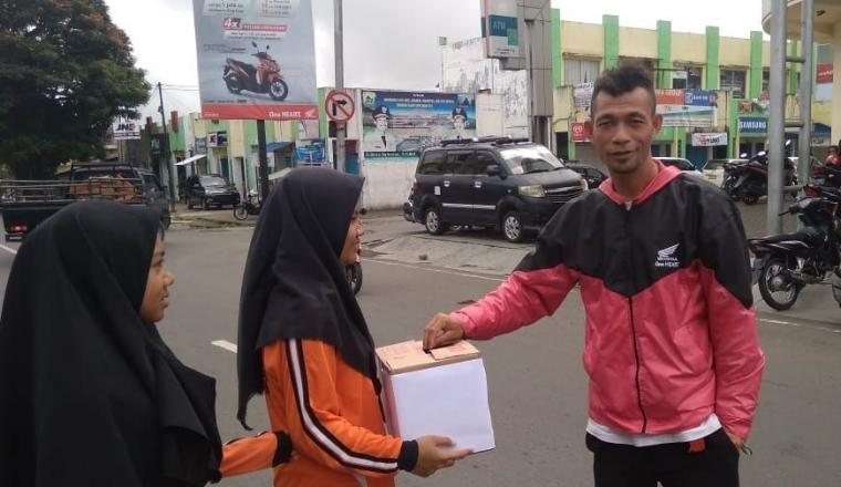 Peduli Bencana Mabar, OSIS MTs Amanah Gelar Galang Dana