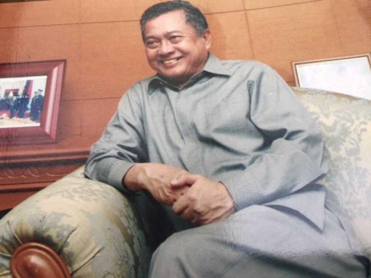 Kisah Menteri Tendang Koper, Uang Berhamburan