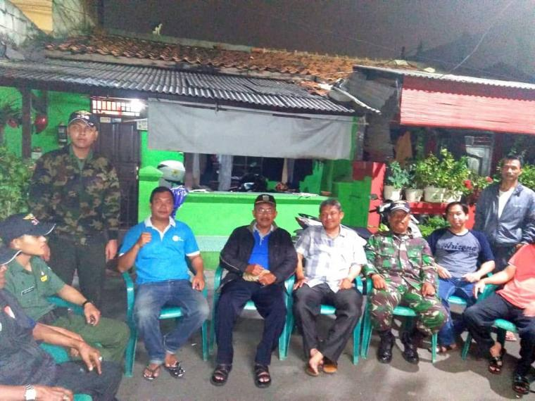 Harmonisnya Babinsa Koramil 03/GP dan Sekkel Kota Bambu Utara Monitoring Ronda