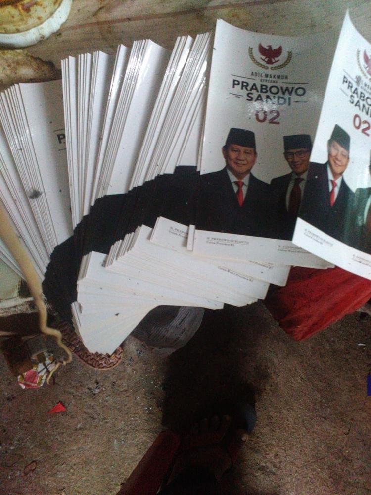 Potensi Ambrolnya Jokowi dari Survei