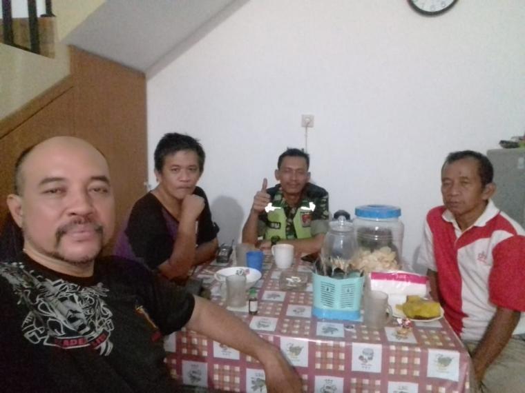 Babinsa Kelurahan Slipi Jalin Silahturahmi dan Lakukan Komsos