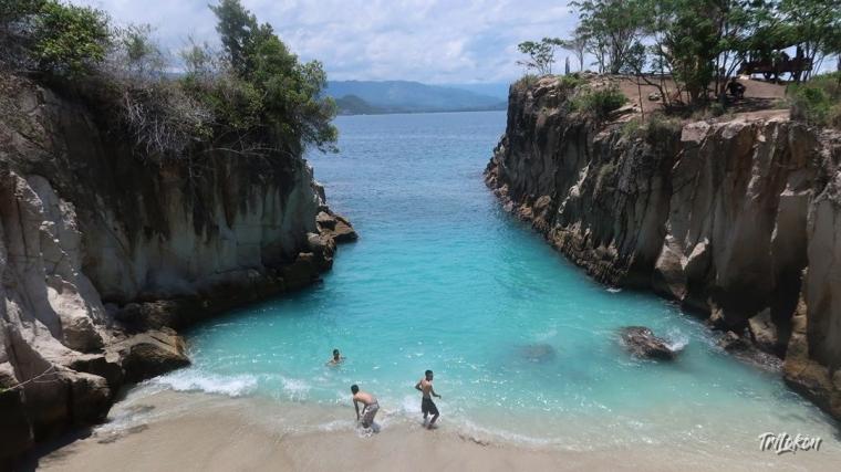 Berlibur di Pantai Abadi dan Tanjung Silar Boltim