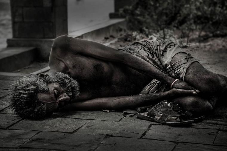 Esai | Manusia Kurungan