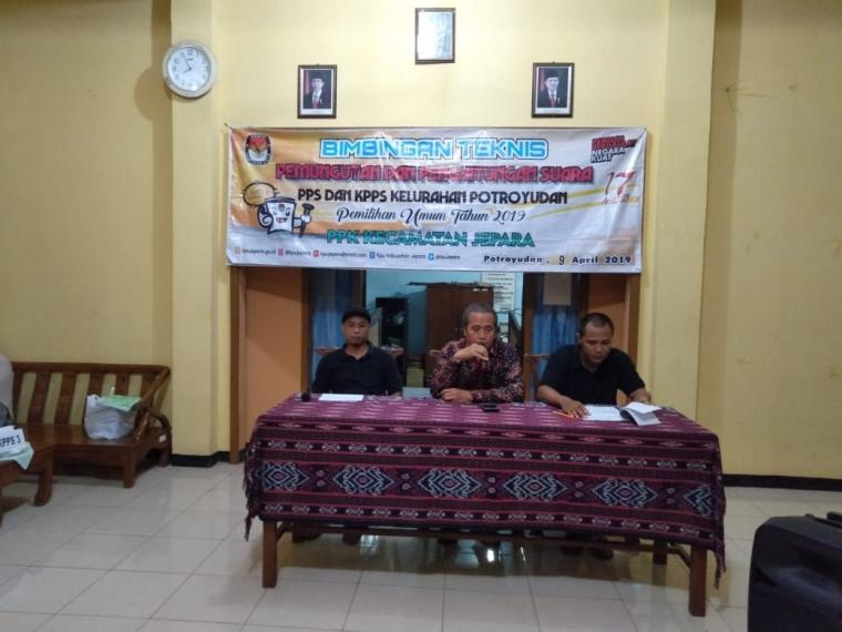 3 Pilar Kelurahan Potroyudan Hadiri Bimtek Pemilu 2019
