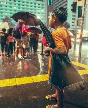 Puisi | Anak dan Payung