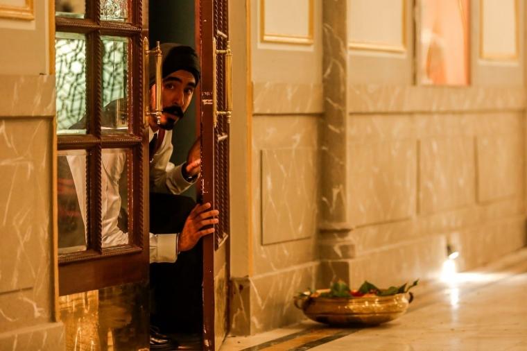 Review Hotel Mumbai Kemiskinan Yang Melahirkan Tragedi Halaman 1