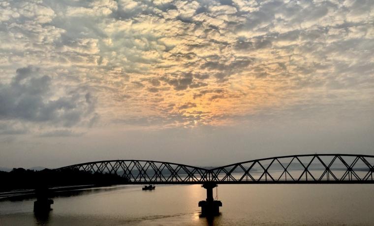 Jembatan Damai Perekat Luka