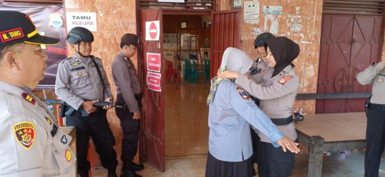 Ratusan Polisi di Sidrap Amankan Tahap Hitung Suara di PPK
