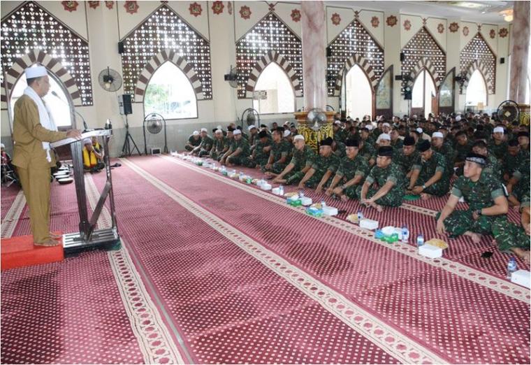 Pangdam VI: Momentum Isra Mi'raj untuk Berhijrah Lebih Baik dalam Menjalankan Salat