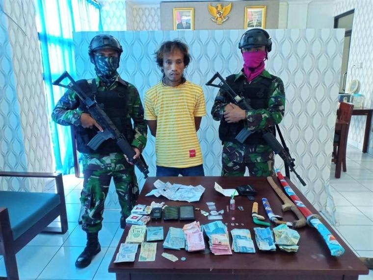 Prajurit TNI AL Lumpuhkan Pengedar Sabu Asal Bone