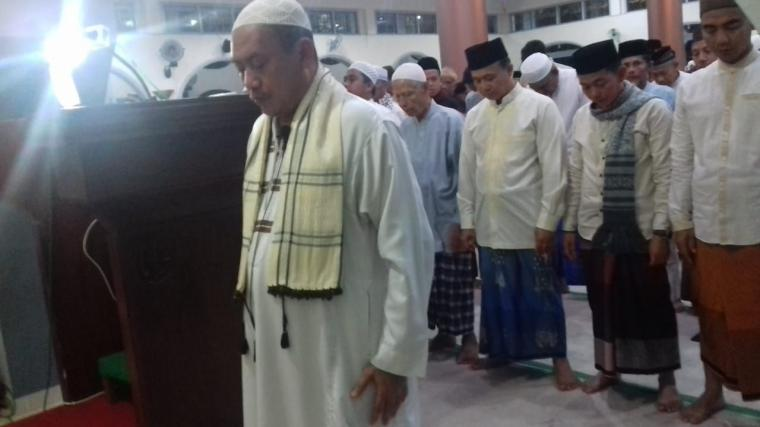 Bupati dan Wabup Bangka Tarawih Pertama di Masjid Agung Sungailiat