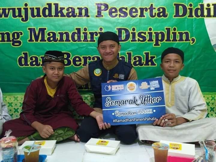 Madrasah Relawan Bali Bagikan Paket Ifthor di TPQ  Asy Syifa
