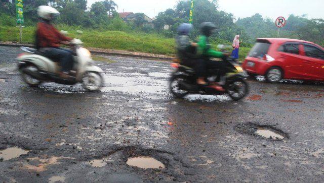 Hujan Datang, Jalan Raya Grand Depok City Tergenang