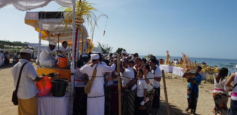 Pinandita Sanggraha Nusantara Korwil Bali Menyelenggarakan Penglukatan Agung Banyu Pinaruh