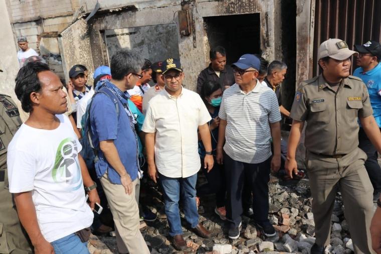 Tinjau Korban Kebakaran, Gubernur Anies Pastikan Bantuan Tepat Sasaran