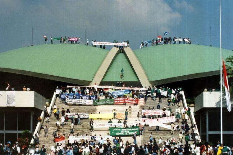 """Reformasi, Gerak Politik Mahasiswa Serta """"Post"""" Milenial"""