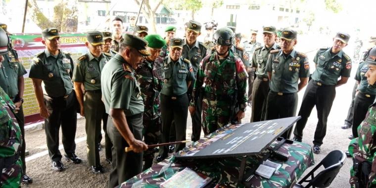 Kunjungan Pangdam IV/Dip Mayjen TNI Mochamad Effendi S.E., M.M. ke Yonif 406/CK