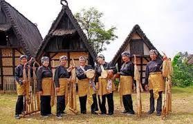 Berwisata Sambil Belajar Tradisi Sunda