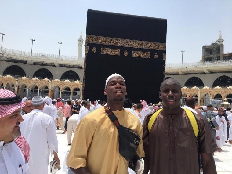 Paul Pogba Lagi di Mekkah, Umrah Ramadan Bareng Zouma