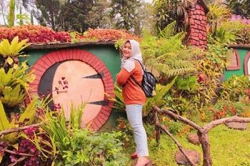 Destinasi Wisata Ala Negeri Dongeng Kunjungi Rumah Hobbit