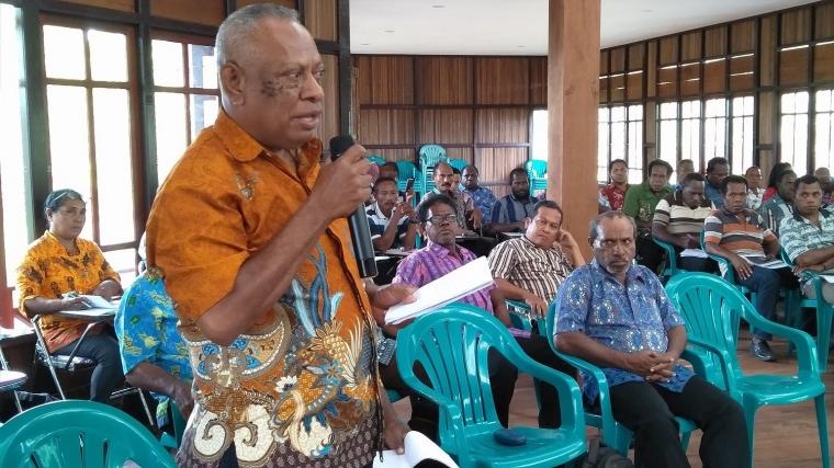 Guru Felix Karubaba Mendidik Anak-anak Asmat dengan Kasih