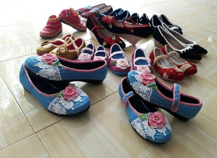 Sepatu Rajutan Tangan, Laris Manis Jelang Lebaran