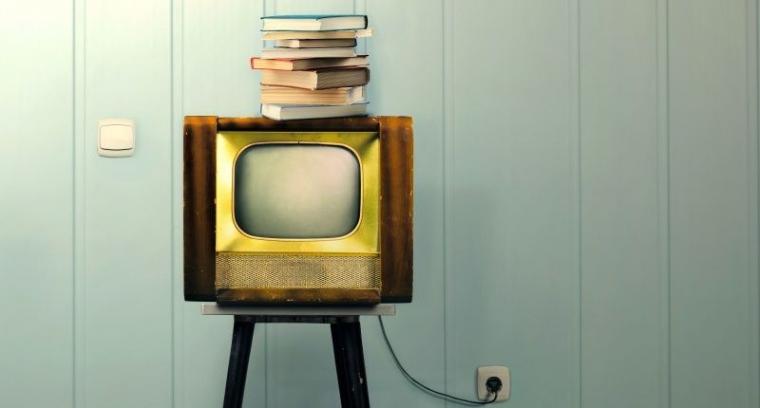 Buku dan Televisi, Dua Tembok Pembatas Antara Saya dan Ibu